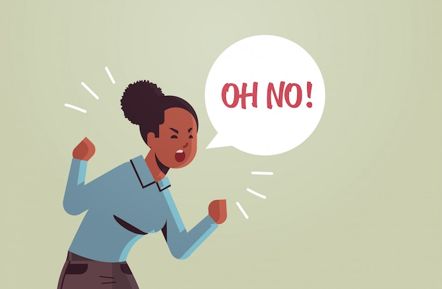 Enojado infeliz mujer diciendo oh no globo de discurso sin grito exclamación negación concepto furioso gritando chica afroamericana levantando las manos retrato plano horizontal