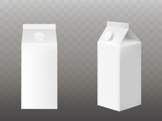 Envasado de leche o jugo blanco en blanco aislado