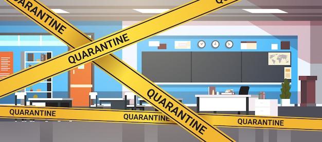 Epidemia mers-cov cuarentena precaución en cinta amarilla de advertencia moderna aula de la escuela interior infección por coronavirus wuhan 2019-ncov pandemia concepto de riesgo para la salud horizontal