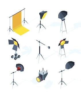 Equipamiento de estudio. herramientas de producción de fotos o televisión focos softbox luz direccional paraguas trípode fotos