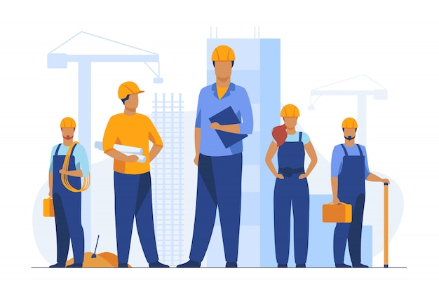 Equipo de construcción trabajando en el sitio