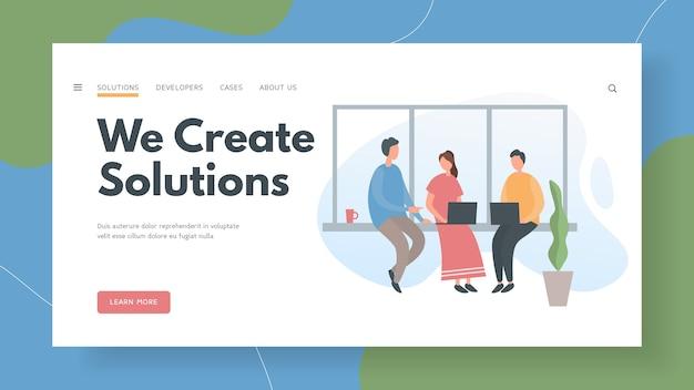 El equipo de desarrollo resuelve creativamente las tareas del proyecto.