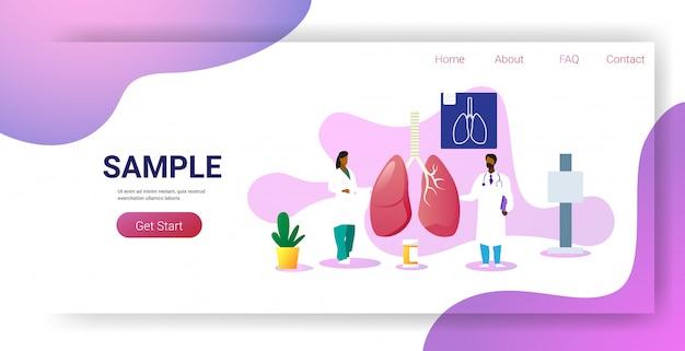 Equipo de doctores examinando pulmones humanos consulta médica examen de inspección de órganos internos tratamiento concepto horizontal espacio de copia de longitud completa