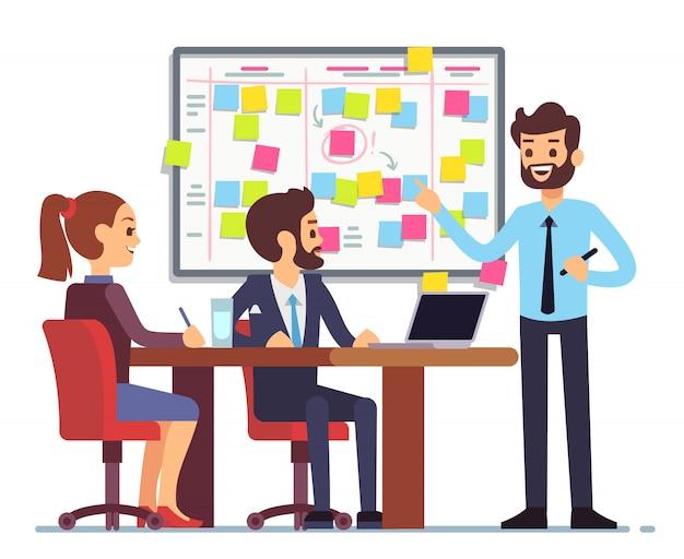 El equipo de estudiantes trabaja en el proceso de tareas programado en la sala de capacitación con la junta de planificación scrum.