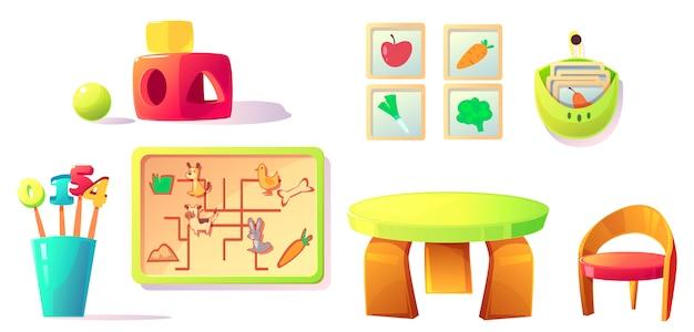 Equipo de kindergarten montessori, juguetes, materiales.