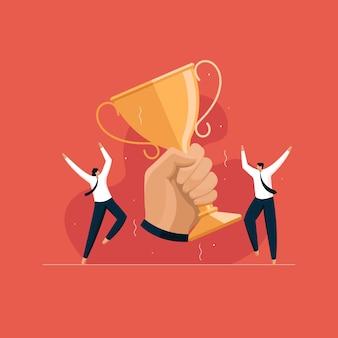 Equipo de negocios celebrando la victoria mano sosteniendo la copa de oro recompensas por logros de éxito empresarial