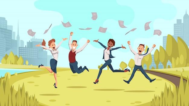 Equipo de negocios de coworking saltar en el parque de verano