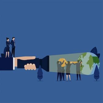 El equipo de negocios puso la llave al ojo de la cerradura de la metáfora del globo terráqueo de la clave del éxito del mundo de la regla.