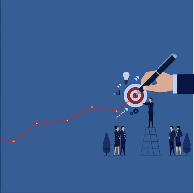 El equipo de negocios puso el objetivo para la próxima ganancia y la mano hace la ganancia del gráfico de líneas.