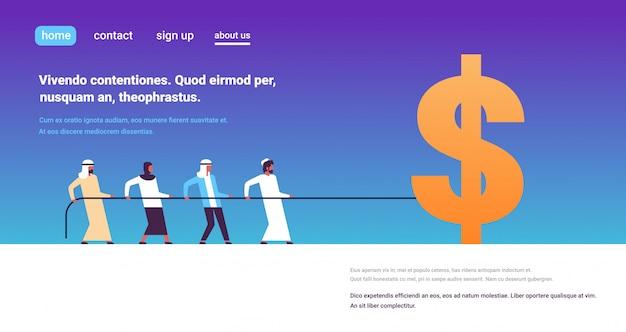 Equipo de personas árabes tirando de la cuerda icono de dólar concepto de crecimiento de riqueza personaje de dibujos animados