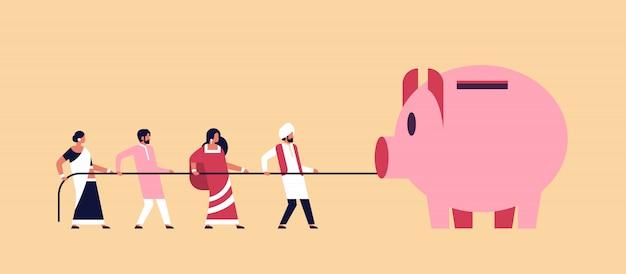 Equipo de personas indias tirando de la cuerda alcancía concepto de crecimiento de dinero