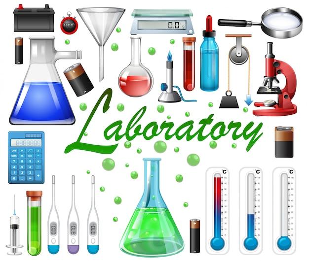 Equipos de laboratorio sobre fondo blanco.