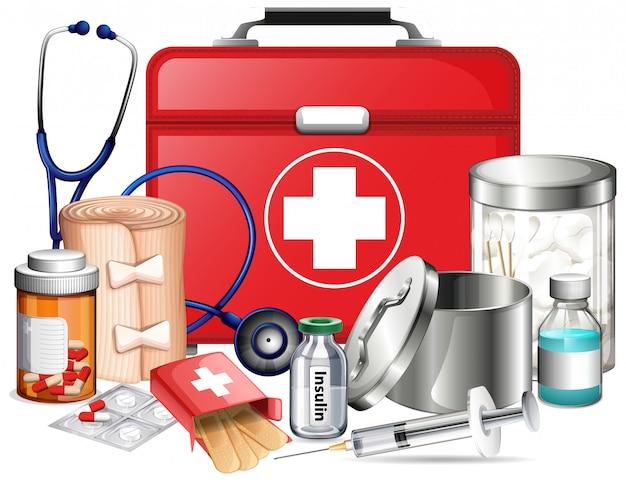 Equipos médicos y píldoras sobre fondo blanco.