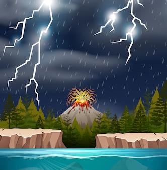 Erupción de un volcán en la noche lluviosa.