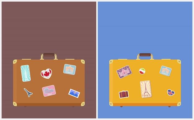 Es hora de viajar pancartas con pegatinas en las maletas
