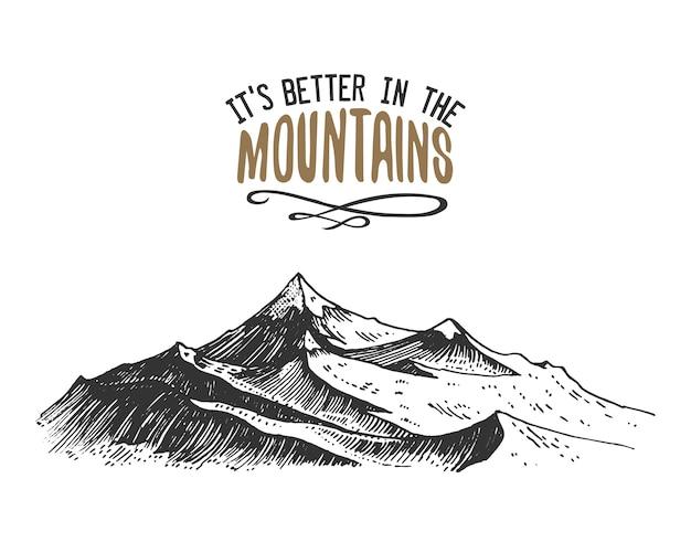 Es mejor en las montañas firmar en estilo vintage, antiguo dibujado a mano, boceto o grabado. pico de montaña de aspecto moderno como tarjeta de motivación, escalada y senderismo