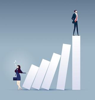 Escala de la carrera. empresaria empujando gráfico de barras con otro hombre en la parte superior