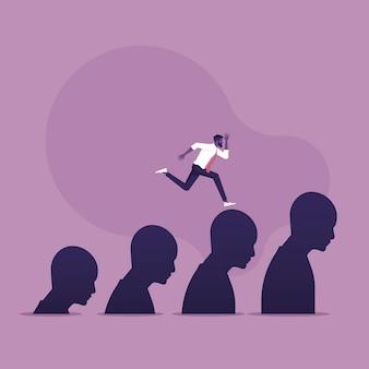 Escalera de carrera escalada empresario caminando sobre los pasos humanos hacia el éxito