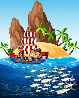 Escena con barco pirata y peces en el mar.