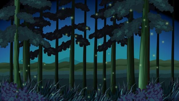 Escena del bosque en la noche con luciérnagas