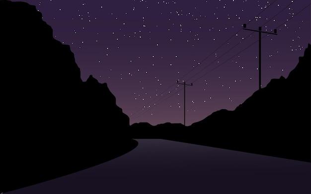Escena del cielo nocturno en la carretera con postes eléctricos.