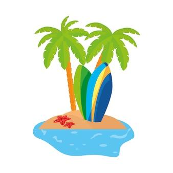 Escena costera de verano con palmeras y tablas de surf.