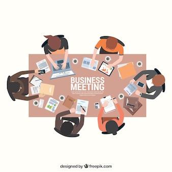 Escena de reunión de negocios en mesa rectangular