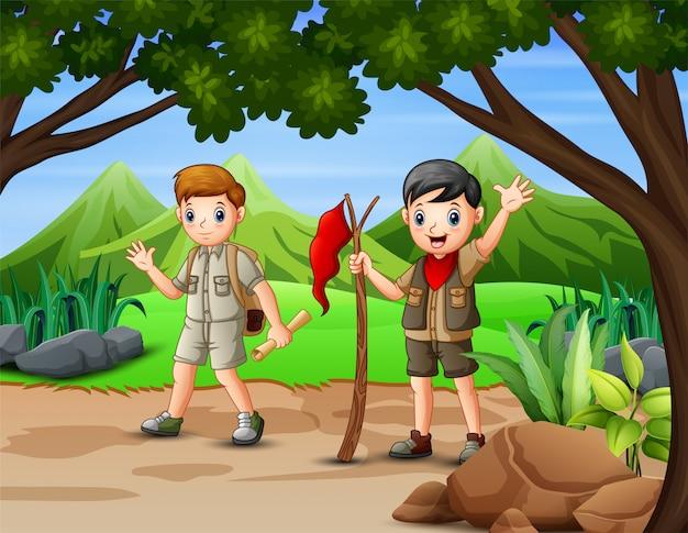 Escena con dos exploradores caminando en el bosque