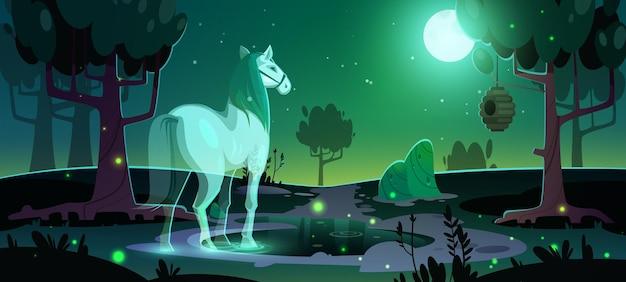 Escena con fantasma de caballo brillante en bosque oscuro por la noche