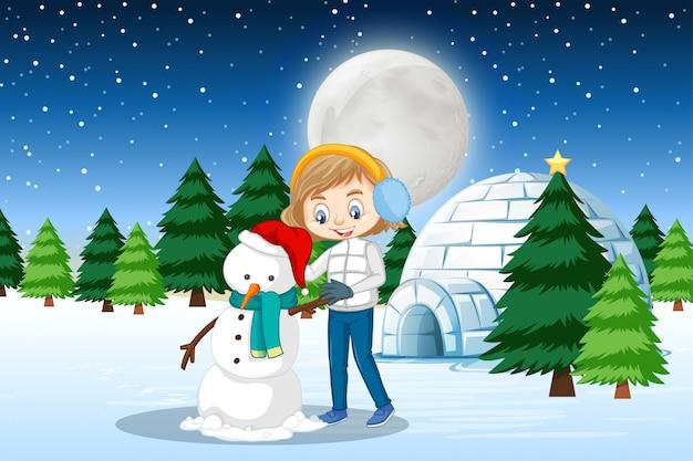 Escena con linda chica haciendo muñeco de nieve en invierno
