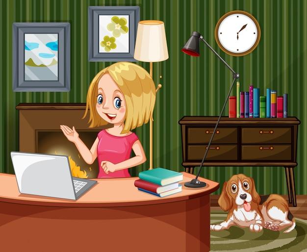 Escena con mujer trabajando en computadora en casa