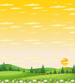 Escena de la naturaleza vertical o paisaje de campo con vista al bosque y vista del cielo amarillo al atardecer
