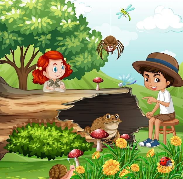 Escena con niños y animales en el jardín.