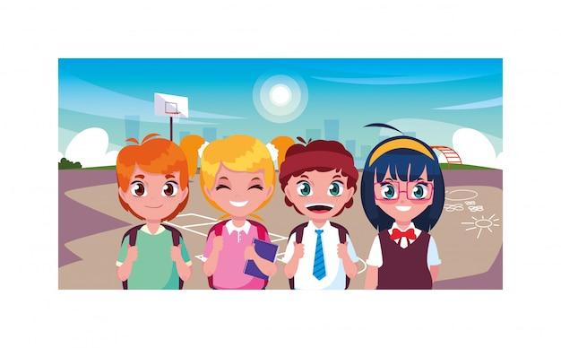 Escena de niños sonriendo y jugando en el parque, regreso a la escuela
