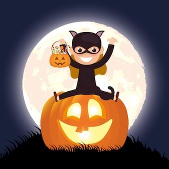 Escena de la noche oscura de halloween con calabaza y gato disfrazado de niña
