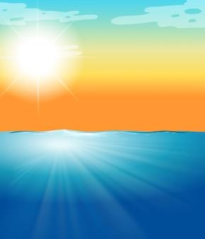 Escena del océano con mar azul y sol brillante