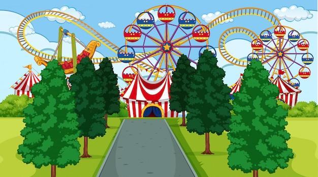 Escena del parque de atracciones al aire libre