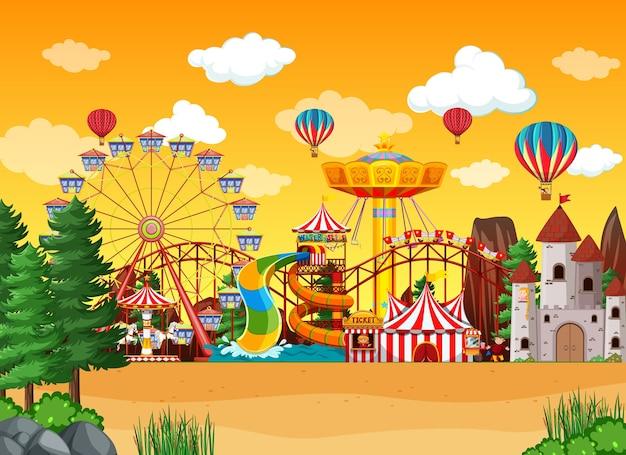 Escena del parque de atracciones durante el día con globos en el cielo.