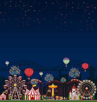 Escena del parque de atracciones en la noche con cielo azul oscuro en blanco