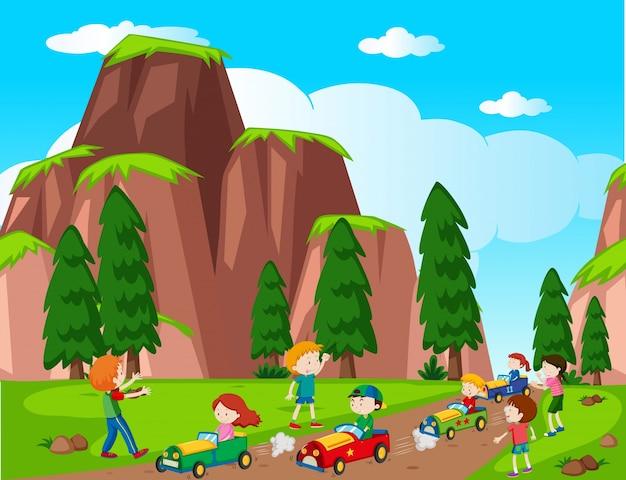 Escena del parque con el coche de carreras de los niños