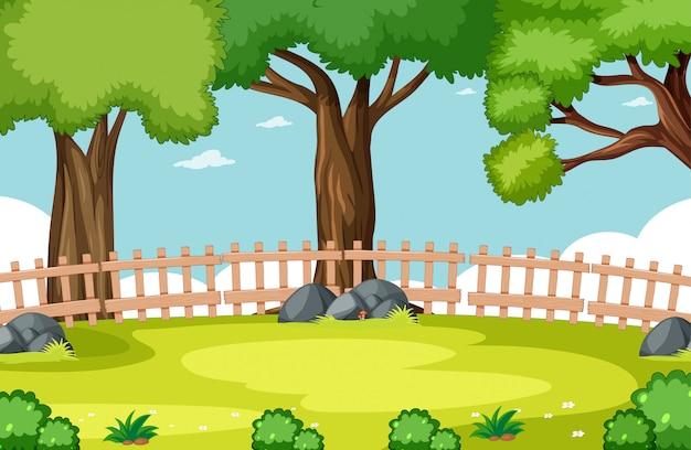 Escena del parque natural con cielo y valla