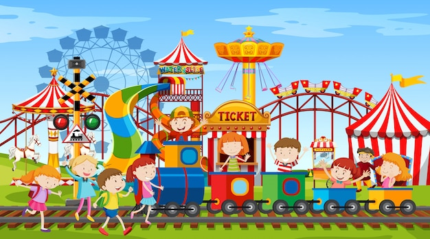 Escena del parque temático con muchas atracciones y niños felices.