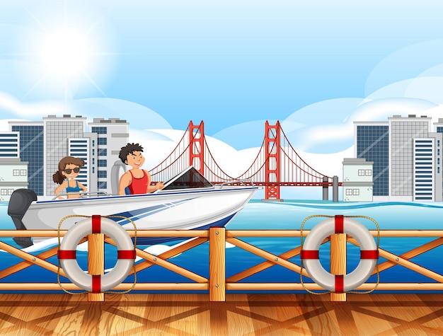 Escena del río de la ciudad con una pareja conduciendo una lancha rápida.
