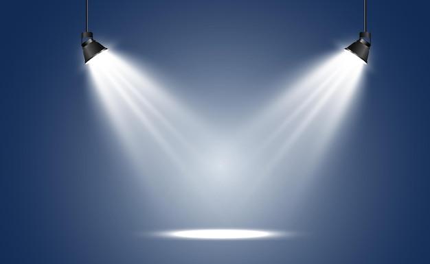 Escenario vacío con focos. dispositivos de iluminación sobre fondo transparente.