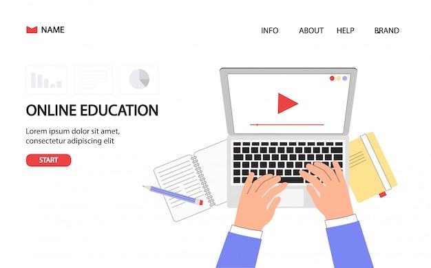 Escritorio del estudiante con la mano en la computadora portátil. cursos de formación en línea, educación a distancia.
