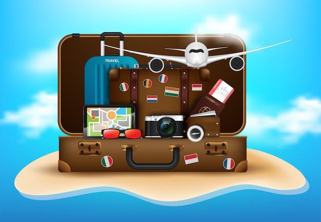 Escritorio del viajero con maleta, cámara, boleto de avión, pasaporte, brújula y binoculares, concepto de viaje y vacaciones