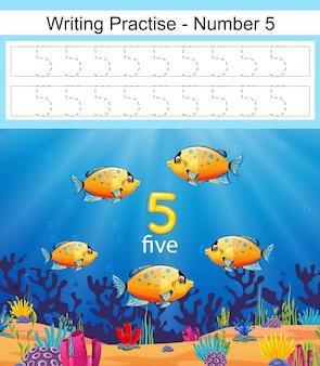 La escritura practica el número 5 con peces en mar azul profundo.