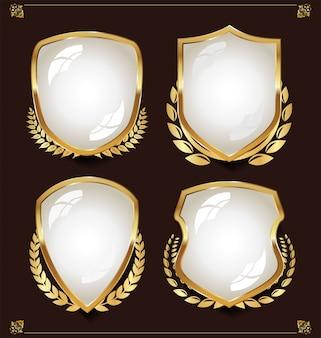 Escudo blanco con colección de coronas de laurel.