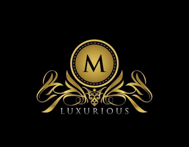 Escudo de oro de lujo logotipo de la letra m diseño de insignia floral dorado para royalty letter stamp boutique hotel joyería heráldica boda