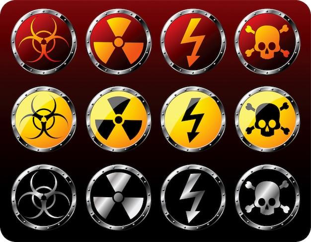 Escudos de acero con símbolos de advertencia establecen ilustración